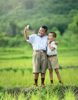 Pros and cons of smartphones for children